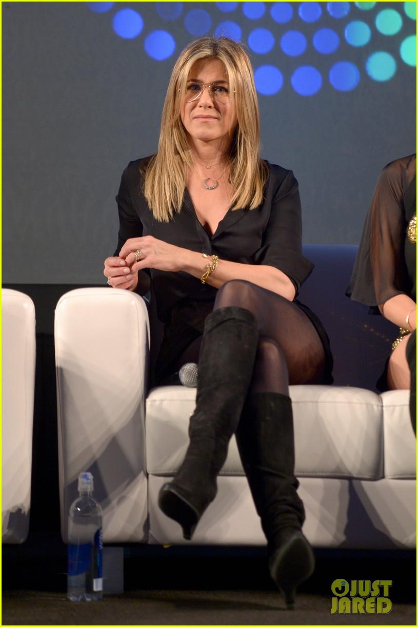 Jennifer Aniston & Olivia Munn Bring \'Office Christmas Party\' to ...