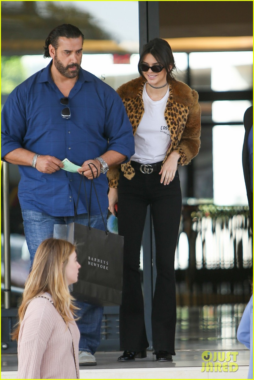 kendall jenner scott disick go shopping with extra security01525mytext3784065