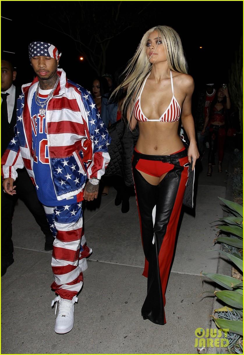 Christina Aguilera Reacts to Kylie Jenneru0027s u0027Dirrtyu0027 Halloween Costume!  sc 1 st  Just Jared & Christina Aguilera Reacts to Kylie Jenneru0027s u0027Dirrtyu0027 Halloween ...