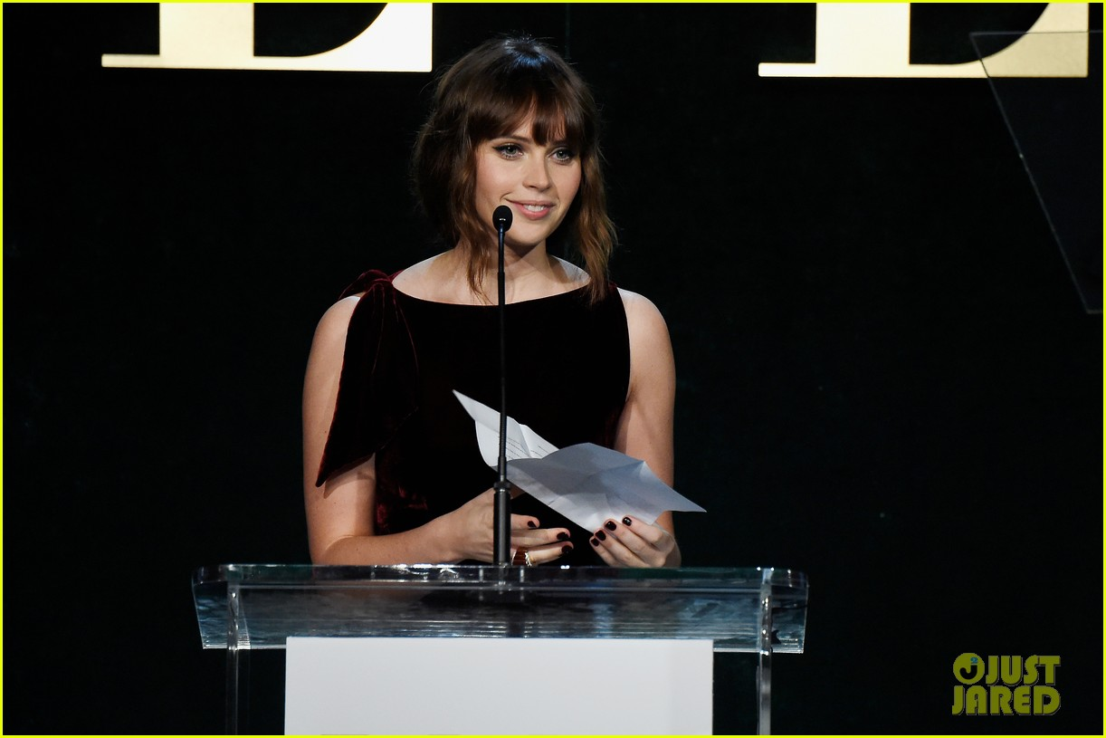 felicity jones and aja naomi king honored at elle women in hollywood awards3 033792871
