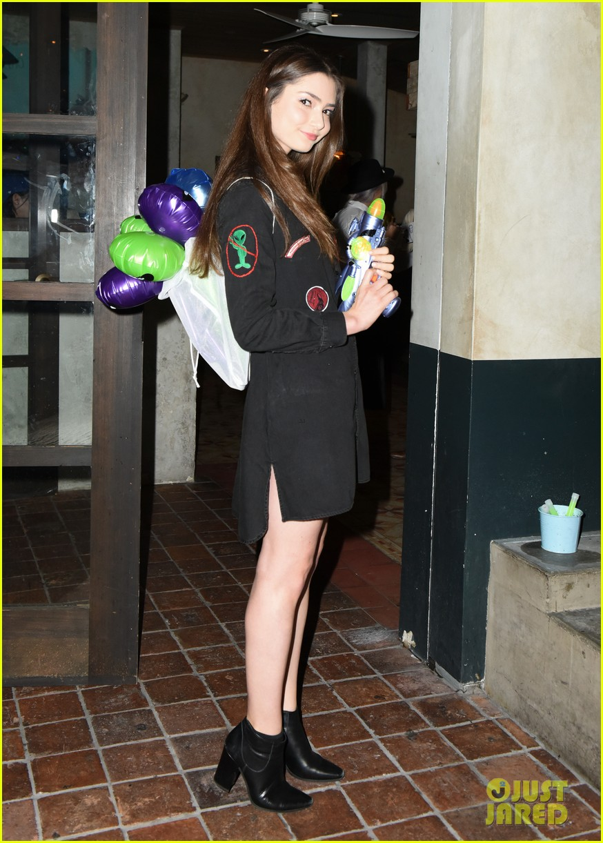 victoria justice keke palmer just jared halloween party 033798557