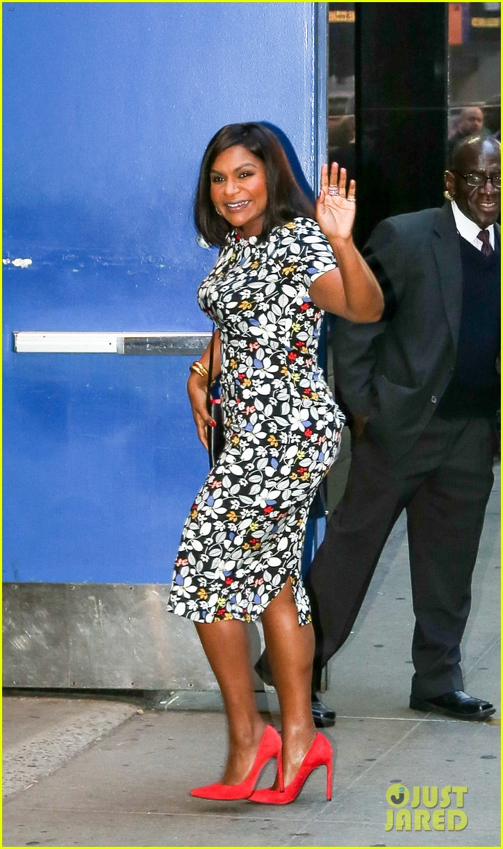 Mindy Kaling Hits Nyc To Promote New Book Why Not Me Photo 3776358 Mindy Kaling Pictures Just Jared