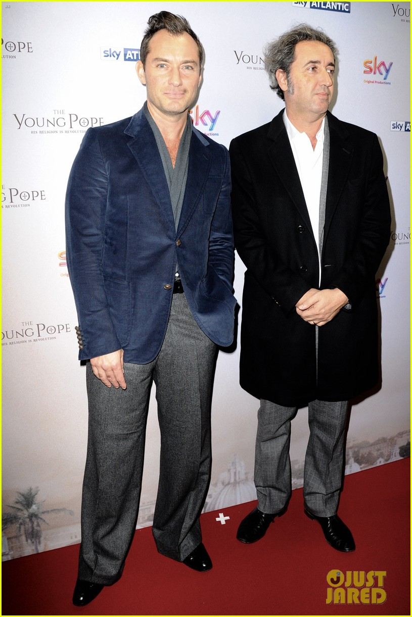 jude law gets son rafferty support at young pope uk premiere 083785025