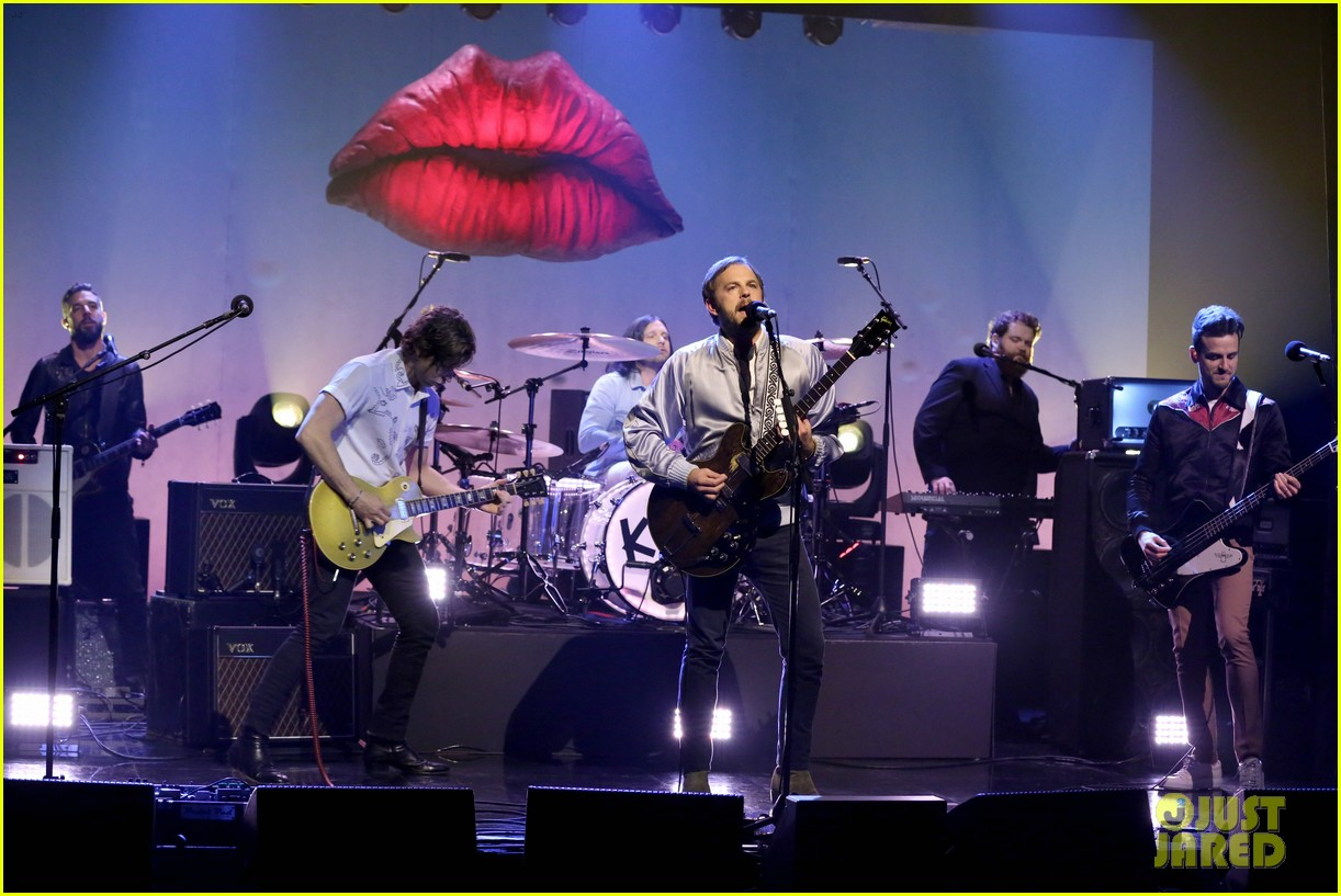 kings of leon perform waste a moment live on the tonight show 013787654