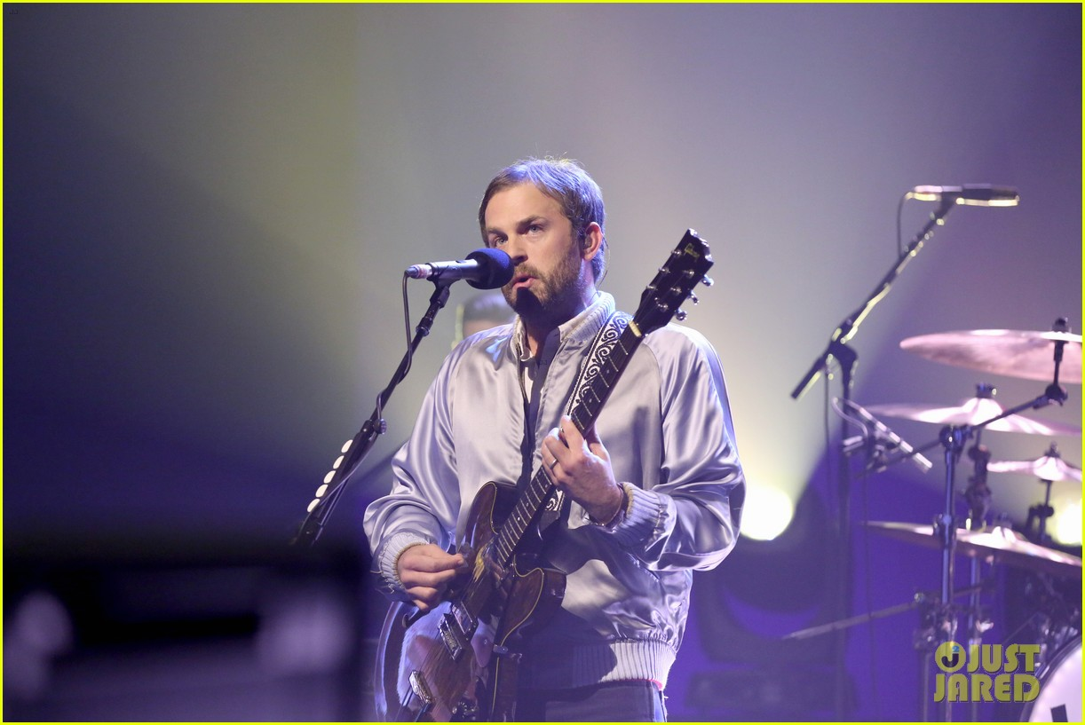 kings of leon perform waste a moment live on the tonight show 023787655
