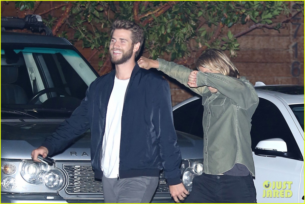 liam hemsworth goofs around in malibu 063788696