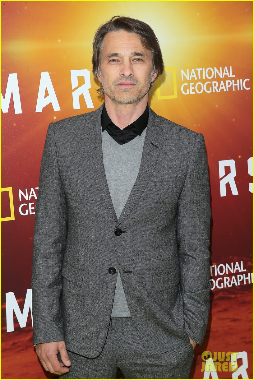 olivier martinez suits up for mars new york premiere 023794996
