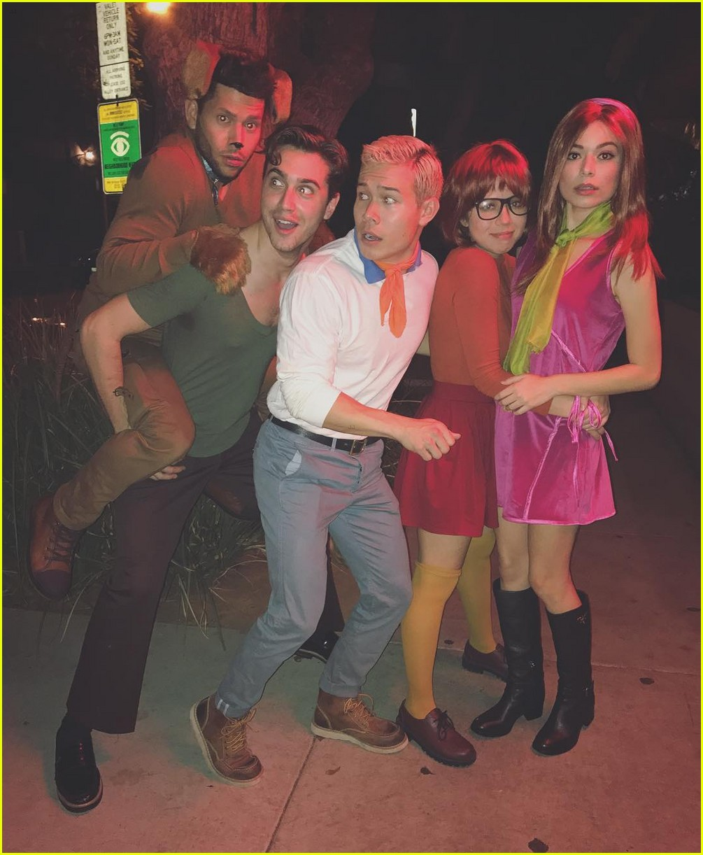 miranda cosgrove & jennette mccurdy reunite for scooby doo group