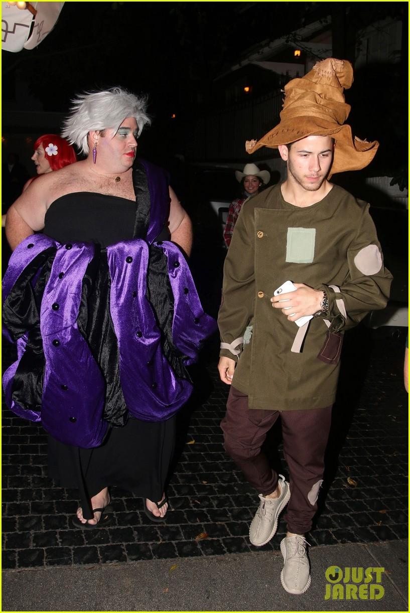 nick jonas scarecrow costume 2016 halloween 023797558
