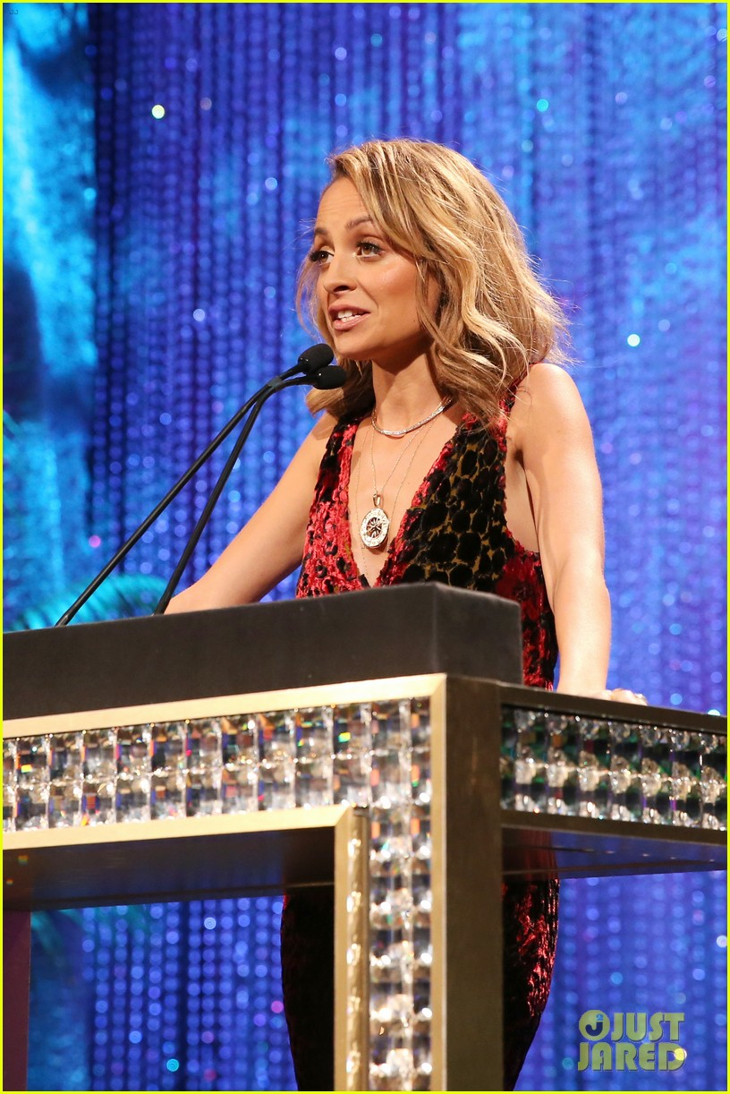 nicole richie hosts 2016 ema awards 193792147