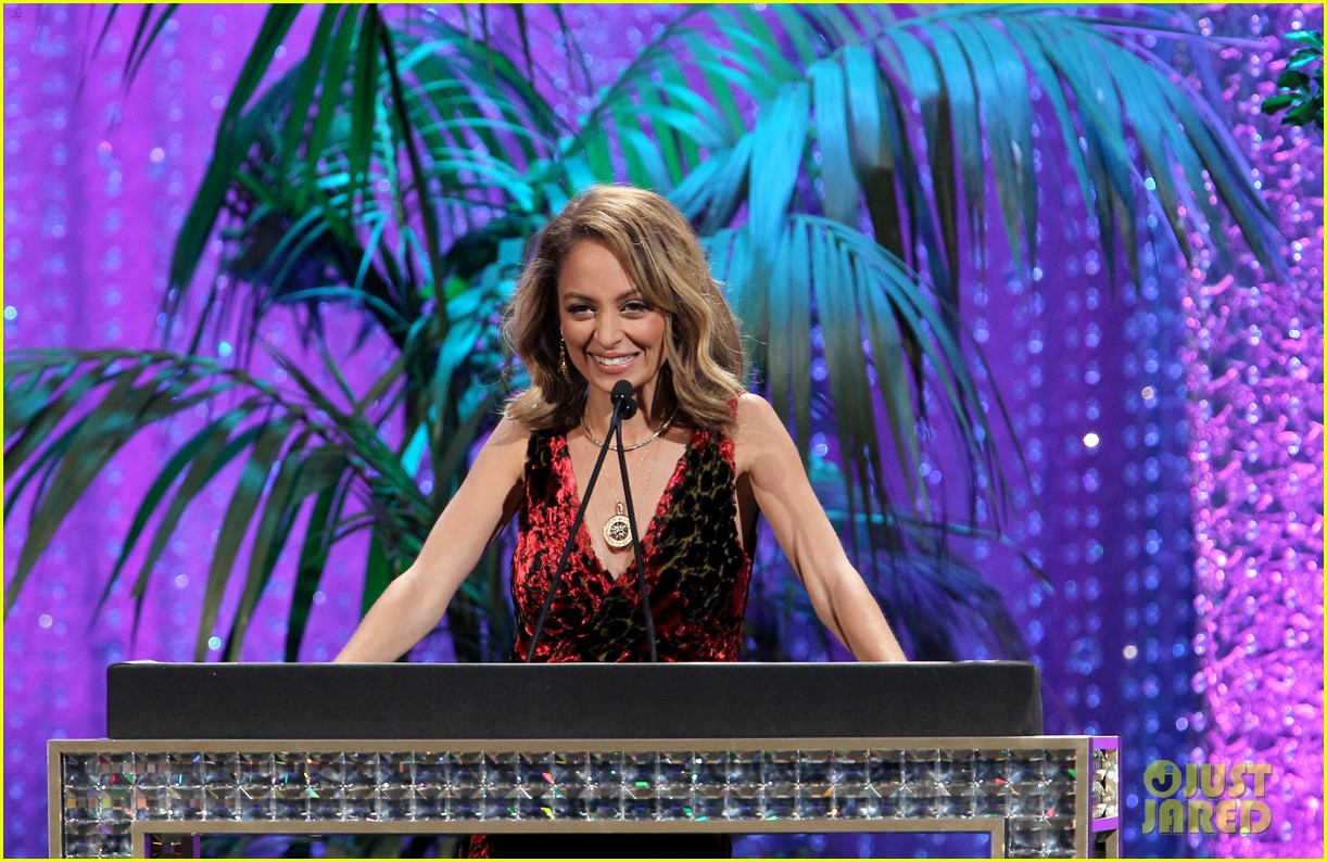 nicole richie hosts 2016 ema awards 203792148
