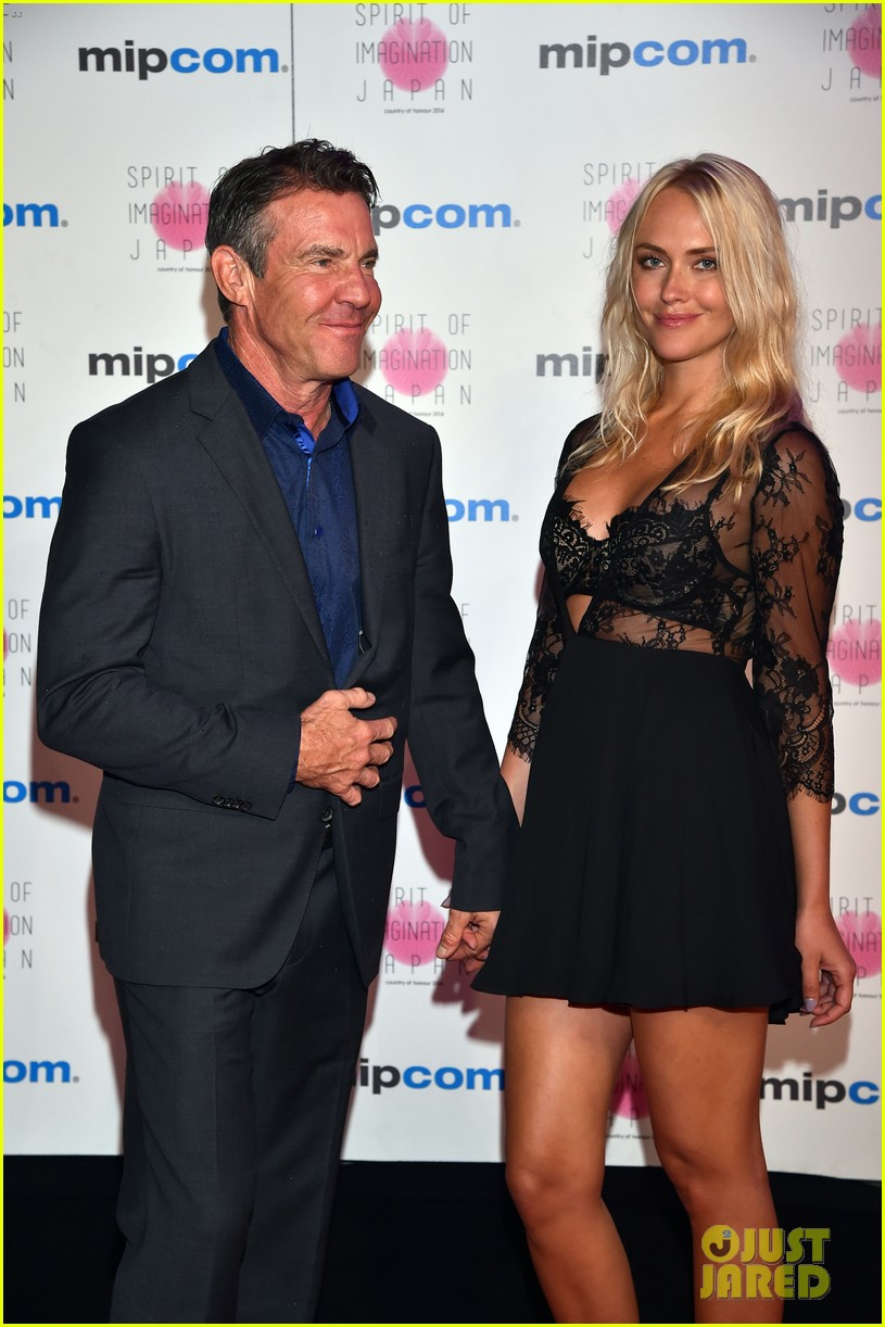 dennis quaid new girlfriend santa auzina make red carpet debut 013788567