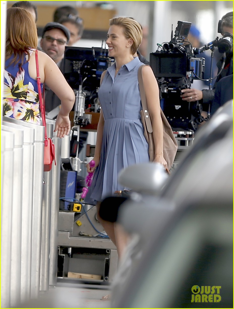 scarlett johansson continues filming rock that body in nyc 023777218