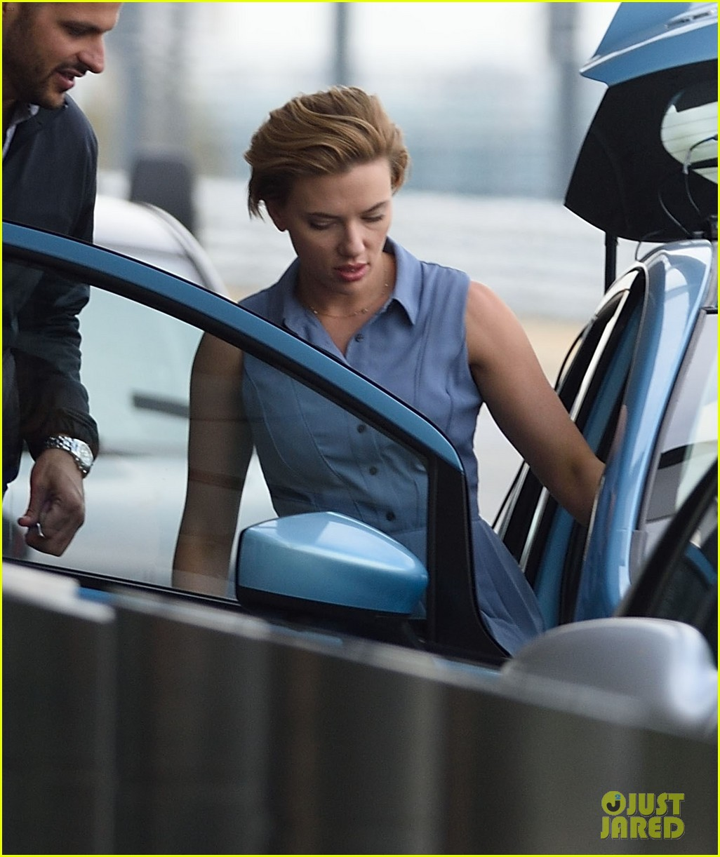 scarlett johansson continues filming rock that body in nyc 103777226