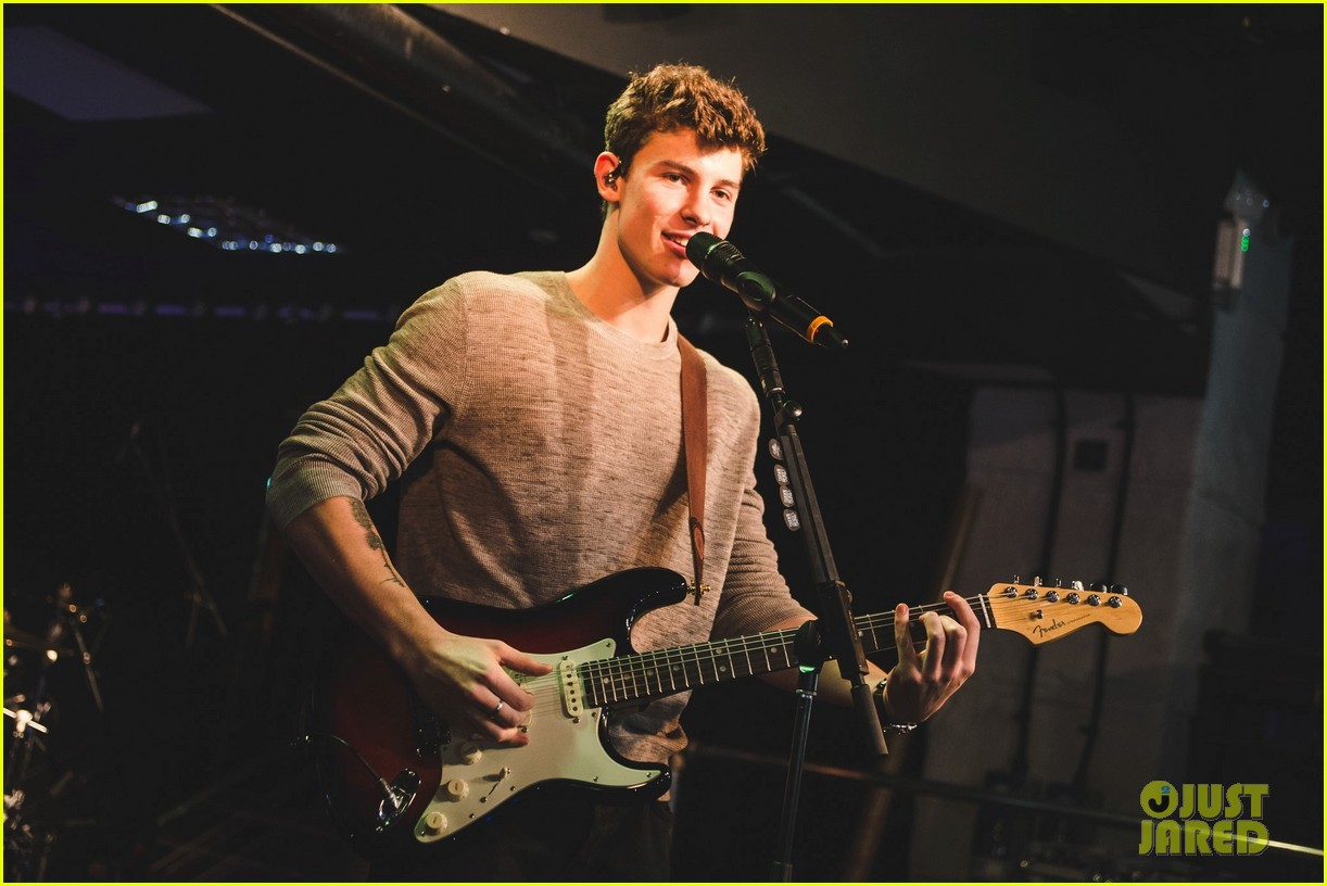 shawn mendes niall horan fave song hippodrome concert 043794559