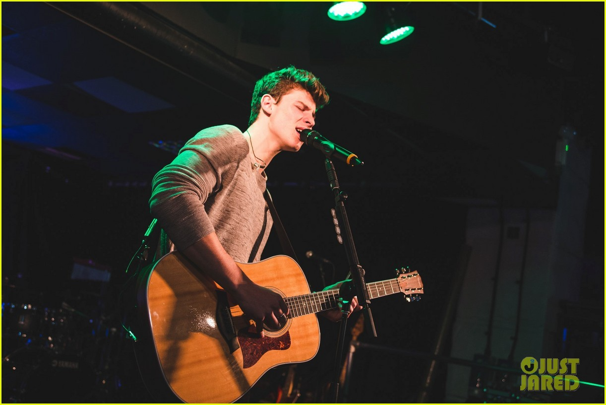 shawn mendes niall horan fave song hippodrome concert 083794563