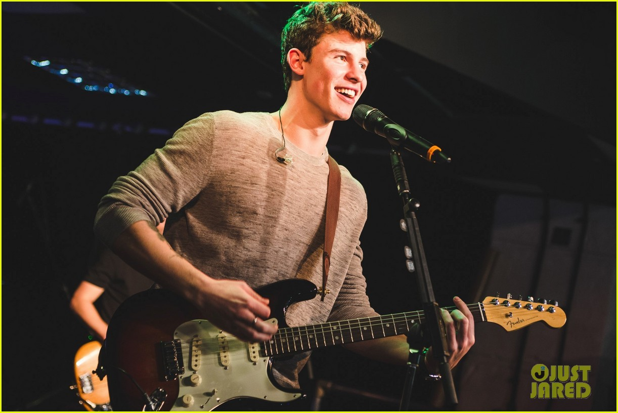 shawn mendes niall horan fave song hippodrome concert 293794584