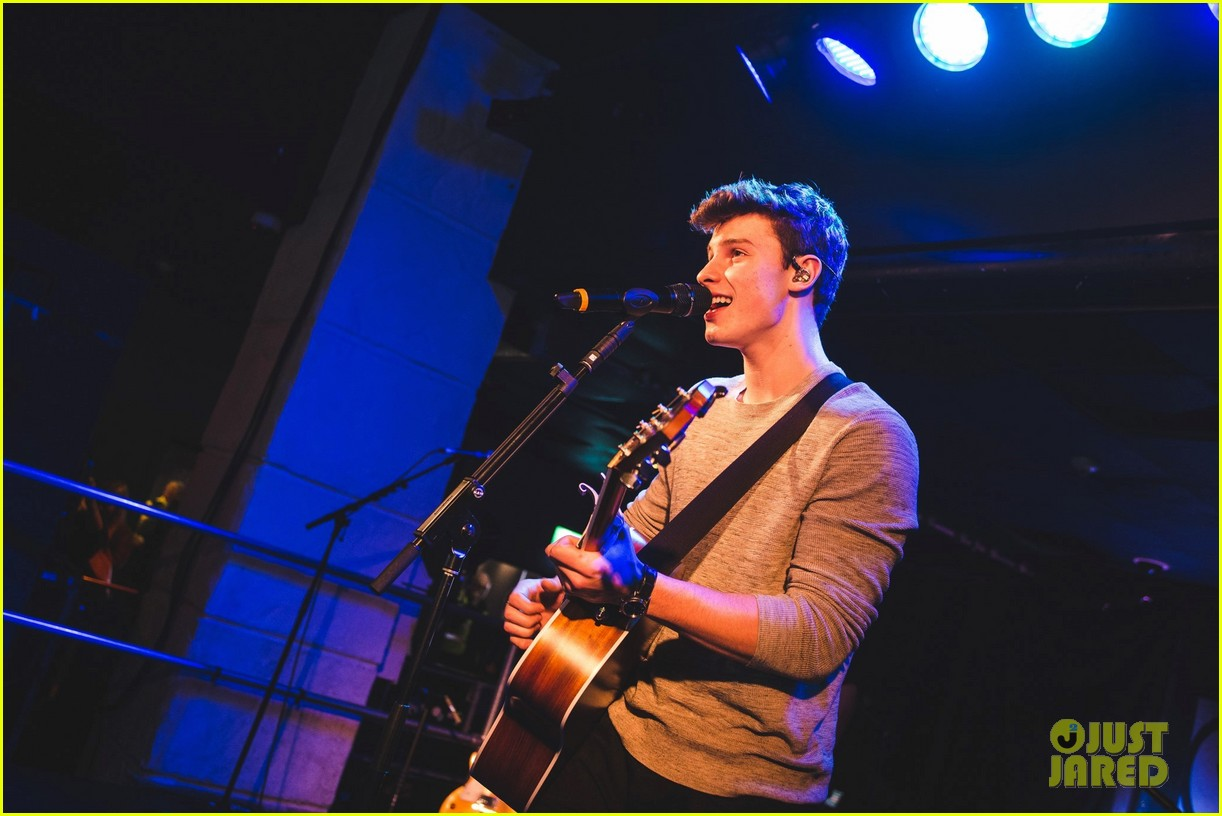 shawn mendes niall horan fave song hippodrome concert 433794598