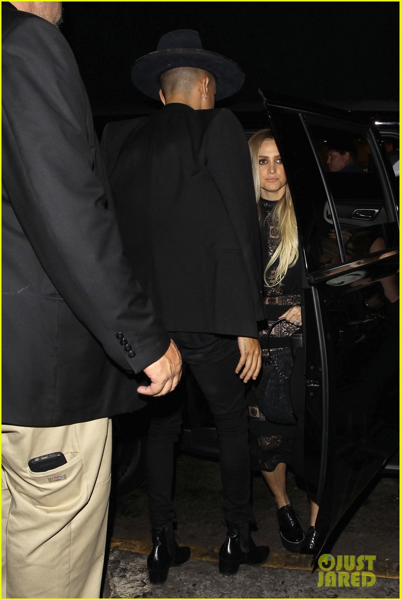 ashlee simpson hubby evan ross celebrate her 32nd birthday00609mytext3781084