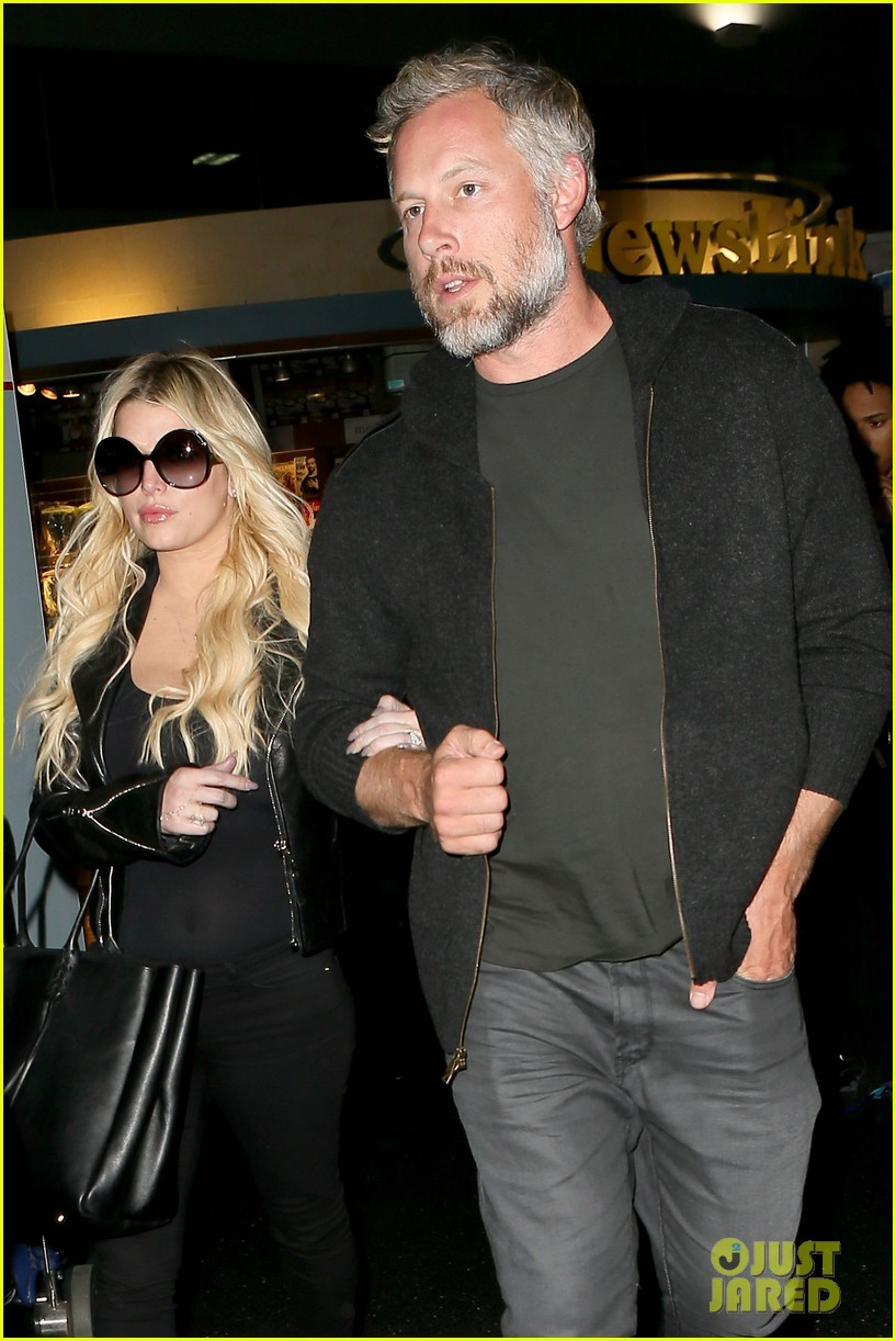 jessica simpson travels to new york with hubby eric johnson 043791947
