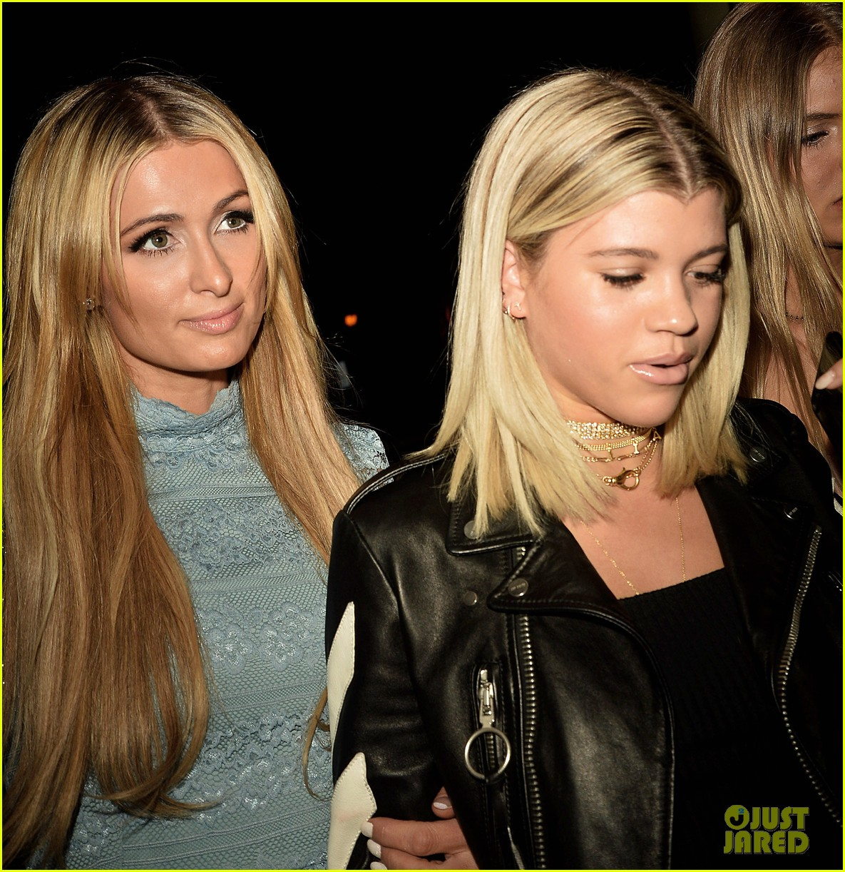 sofia richie holds hands paris hilton catch 013789794