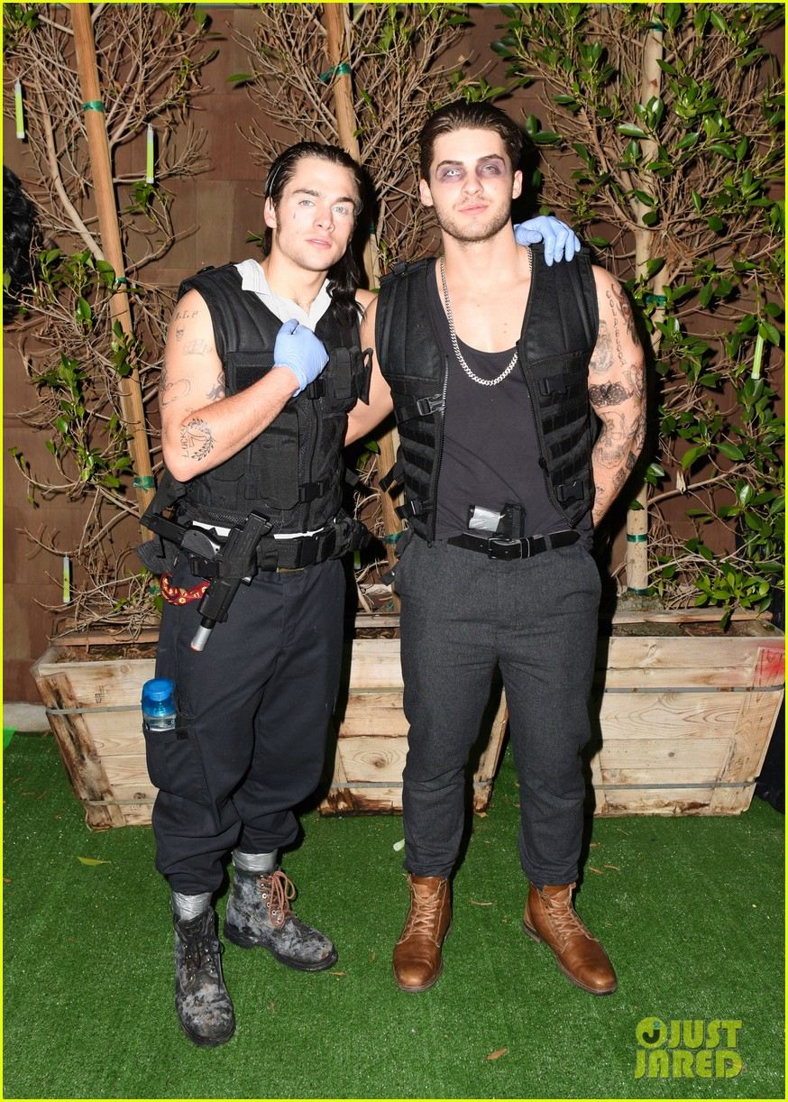 gregg sulkin nolan funk just jared halloween party 053798597