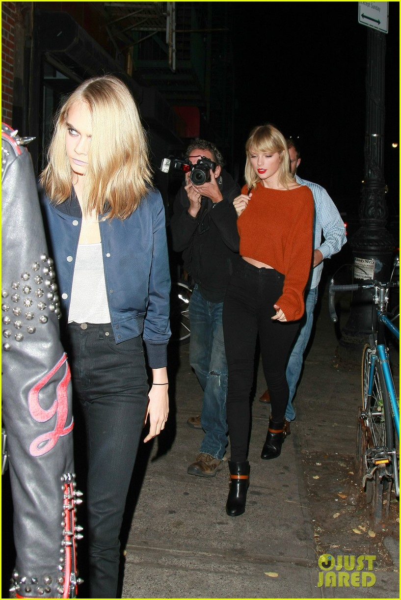 taylor swift grabs dinner with dakota johnson cara delevingne 073785247