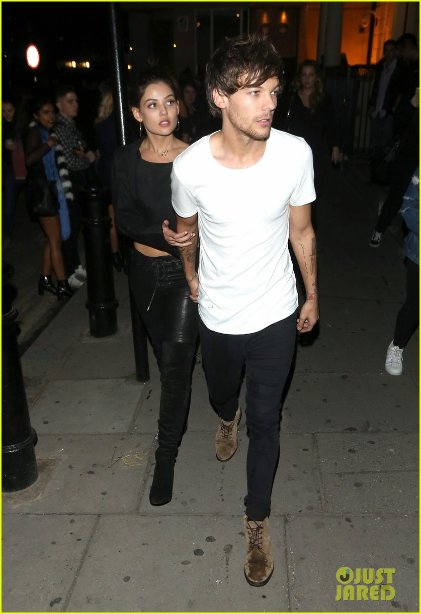 Louis Tomlinson Amp Girlfriend Danielle Campbell Cozy Up At
