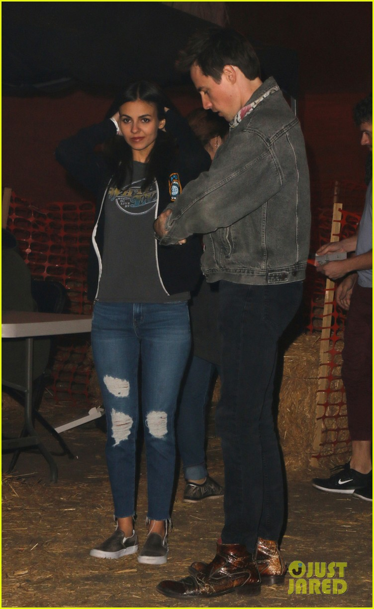victoria justice take me leave me rent dreams horror nights 023790984