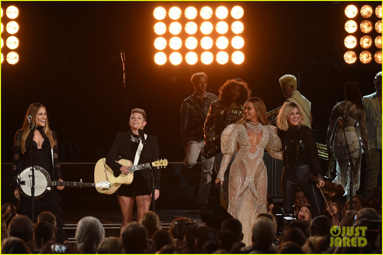 beyonce dixie chicks perform at cma awards 073800635