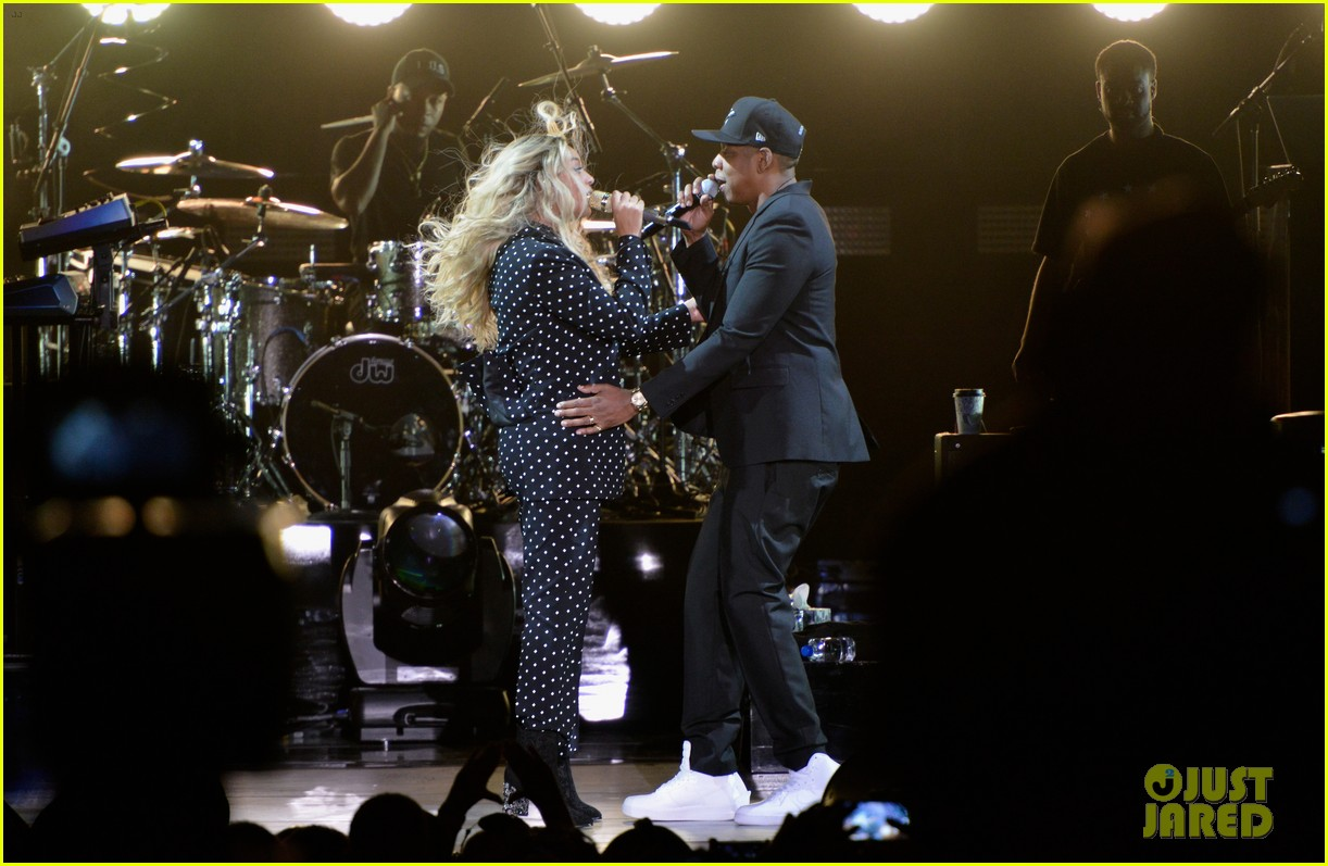 beyonce jay z are with her at hillary clinton event 053802484