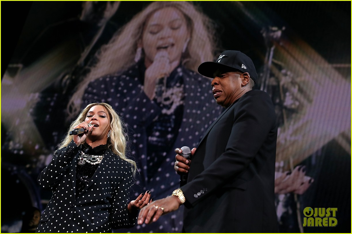 beyonce jay z are with her at hillary clinton event 163802495