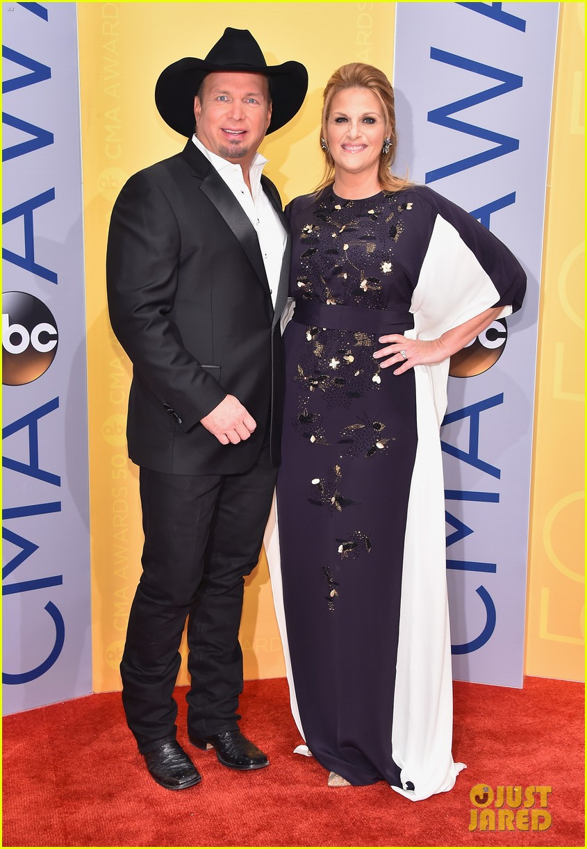 garth brooks trisha yearwood cma awards 2016 053800444