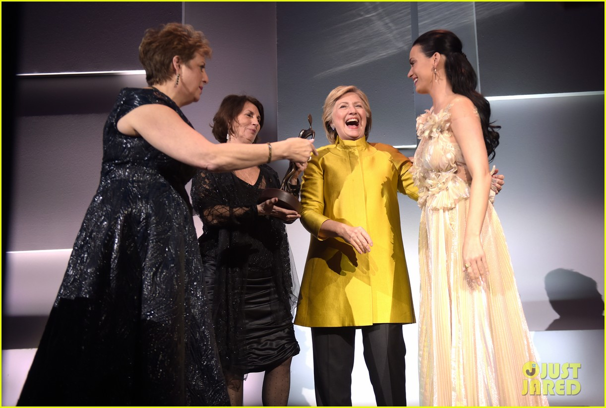 hillary clinton honors katy perry at unicef snowflake ball 043817684