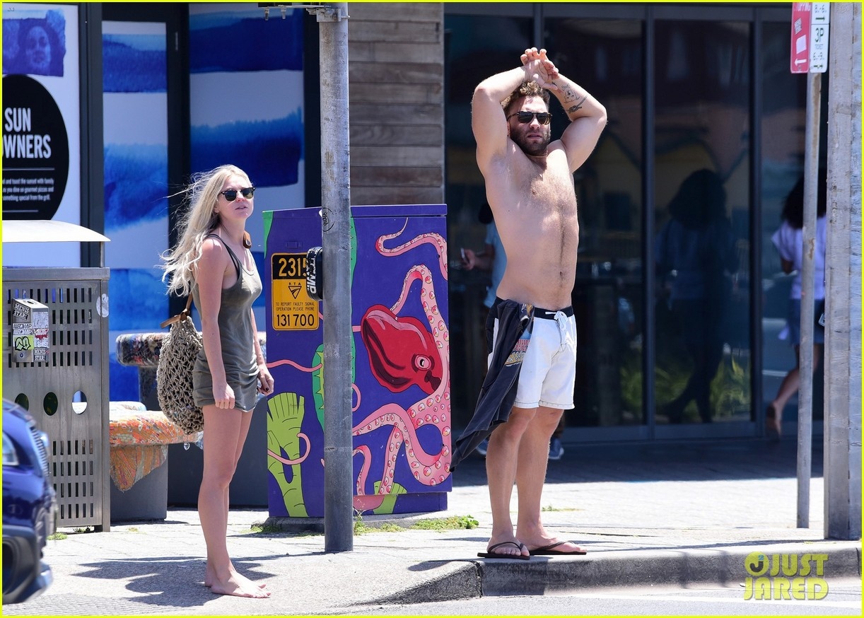 jai courtney looks so hot while shirtless with girlfriend mecki dent 103817490