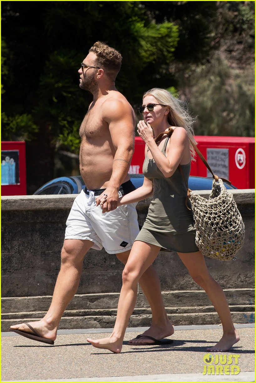 jai courtney looks so hot while shirtless with girlfriend mecki dent 123817492