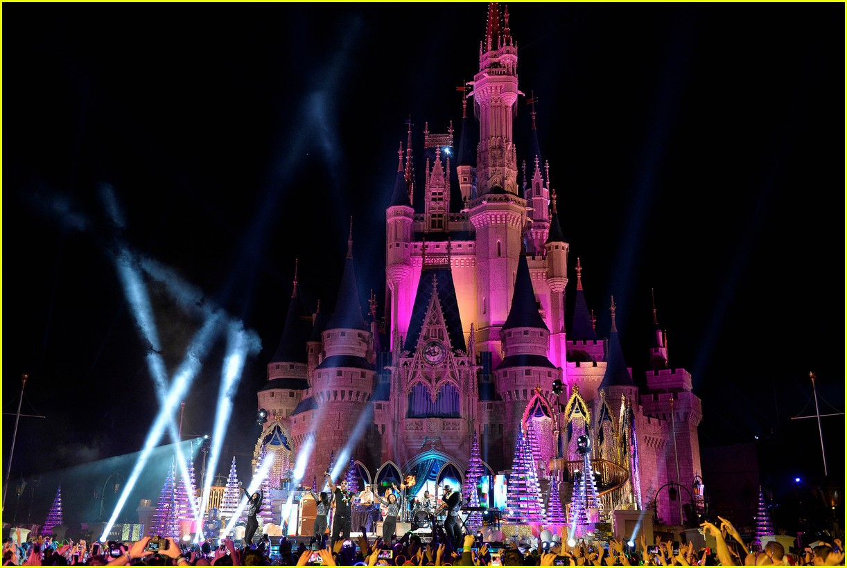 disney holiday celebration special 2016 full performers list 043814944