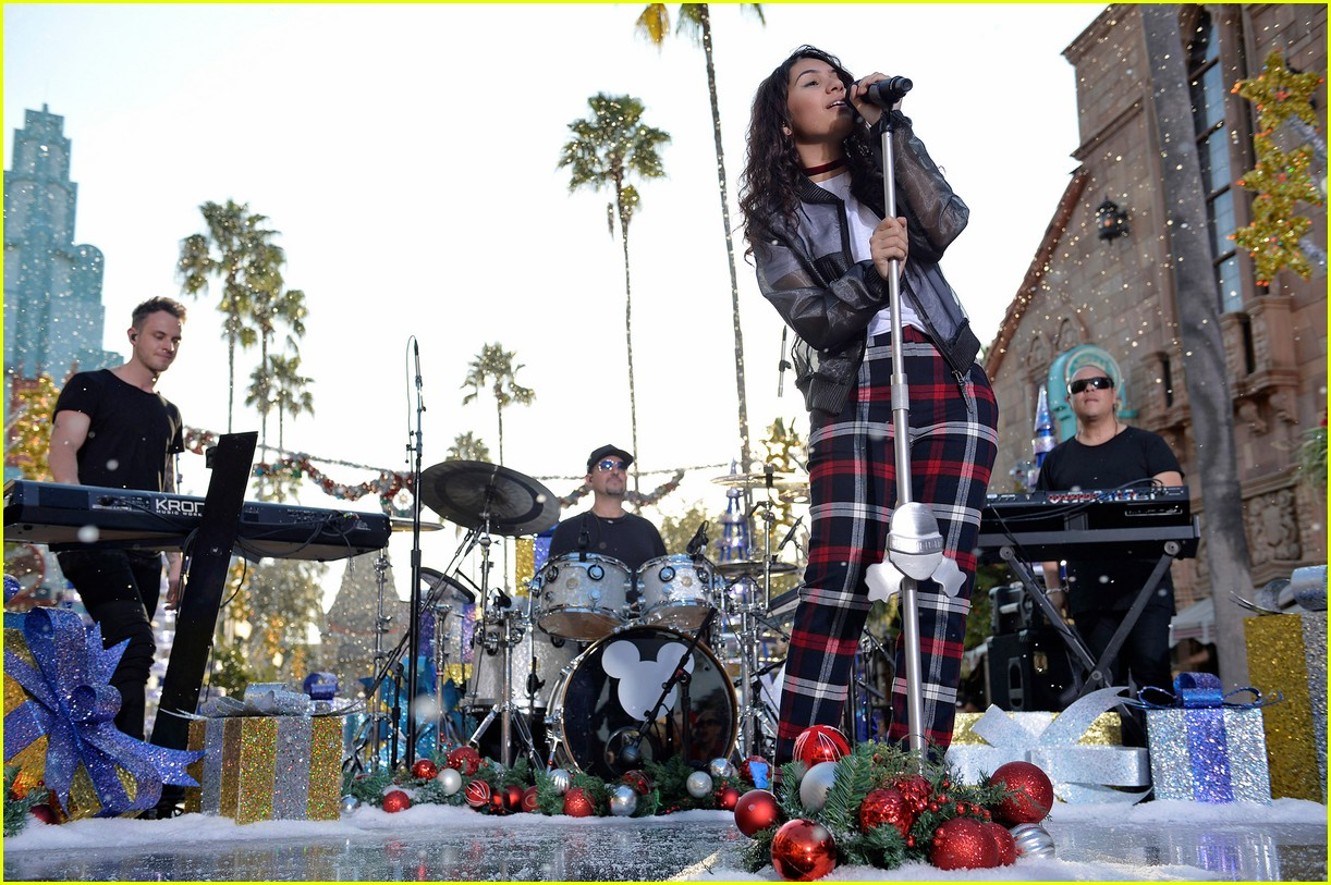 disney holiday celebration special 2016 full performers list 453814985