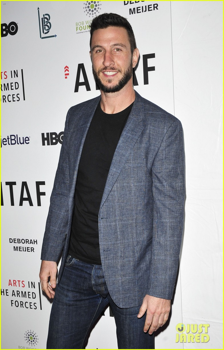 keri russel pablo schreiber join adam driver on stage at arts in the armed forces 043804406