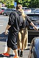 hilary duff and jason walsh share a kiss during their lunch date 09