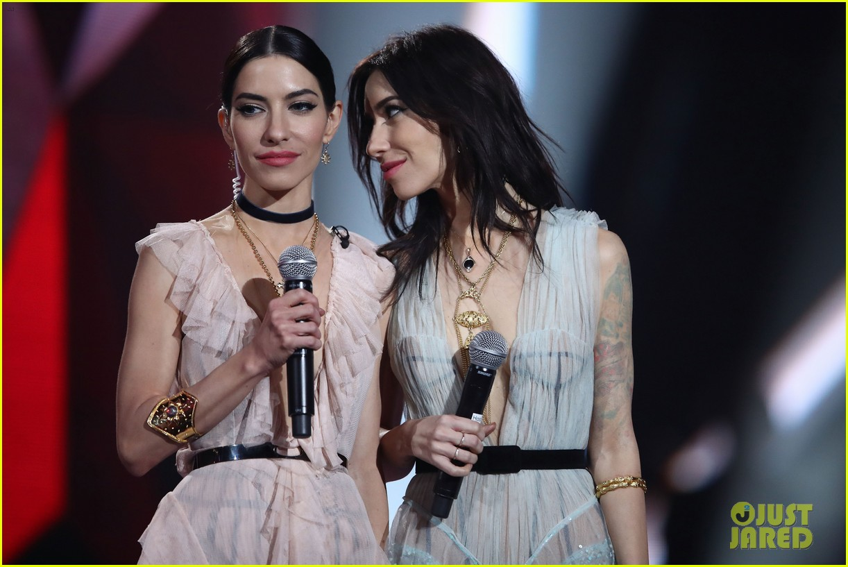 Topless photos of the veronicas nude (45 photo), Selfie Celebrites photo