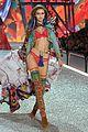 gigi bella hadid strut their stuff victorias secret fashion show 05