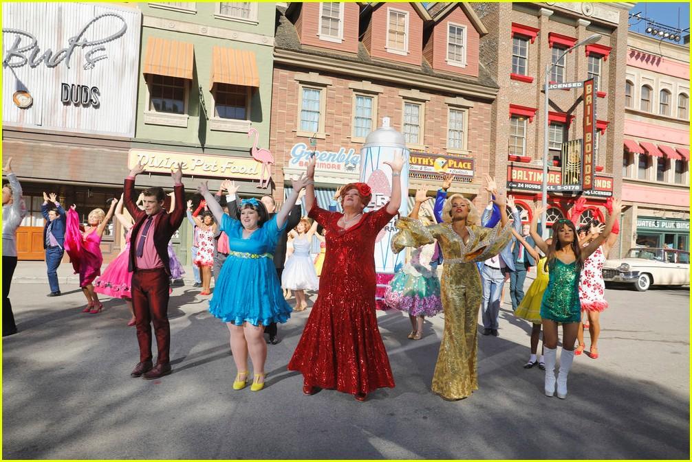 hairspray live thanksgiving parade performance 013815138