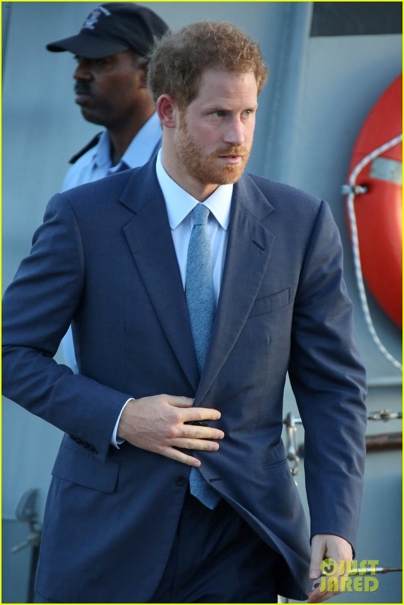 prince harry cant contact girlfriend megham markle as he travels caribbean 213815403