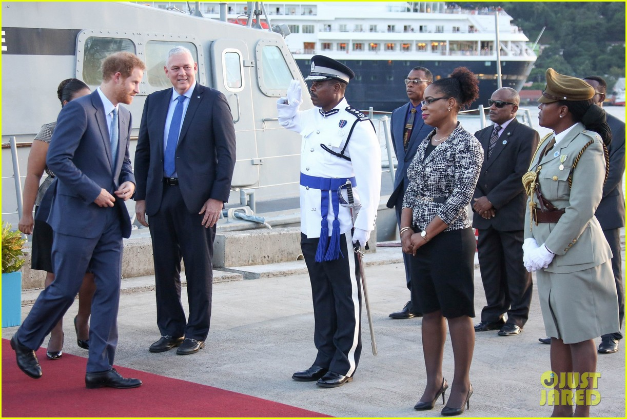 prince harry cant contact girlfriend megham markle as he travels caribbean 223815404