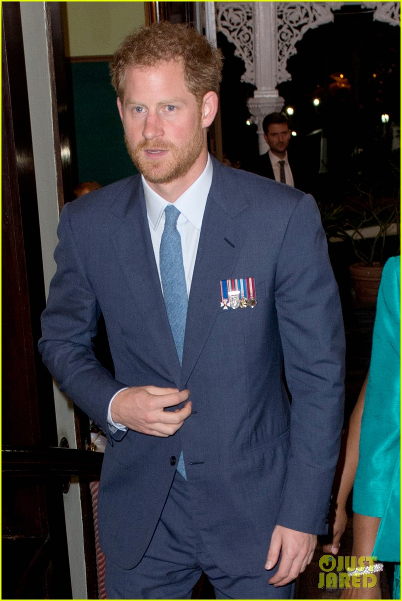prince harry cant contact girlfriend megham markle as he travels caribbean 293815411
