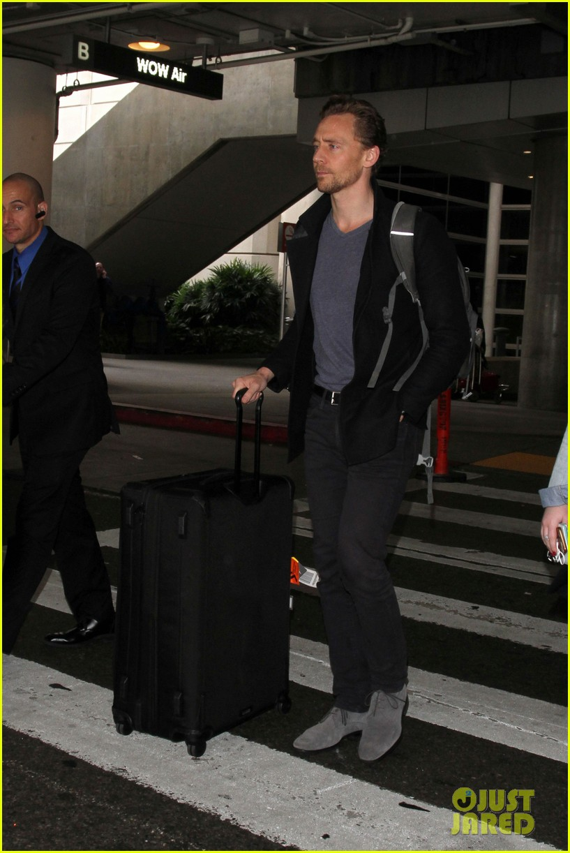 tom hiddleston steps out with mystery blonde after he taylor swift are on good terms 083809527