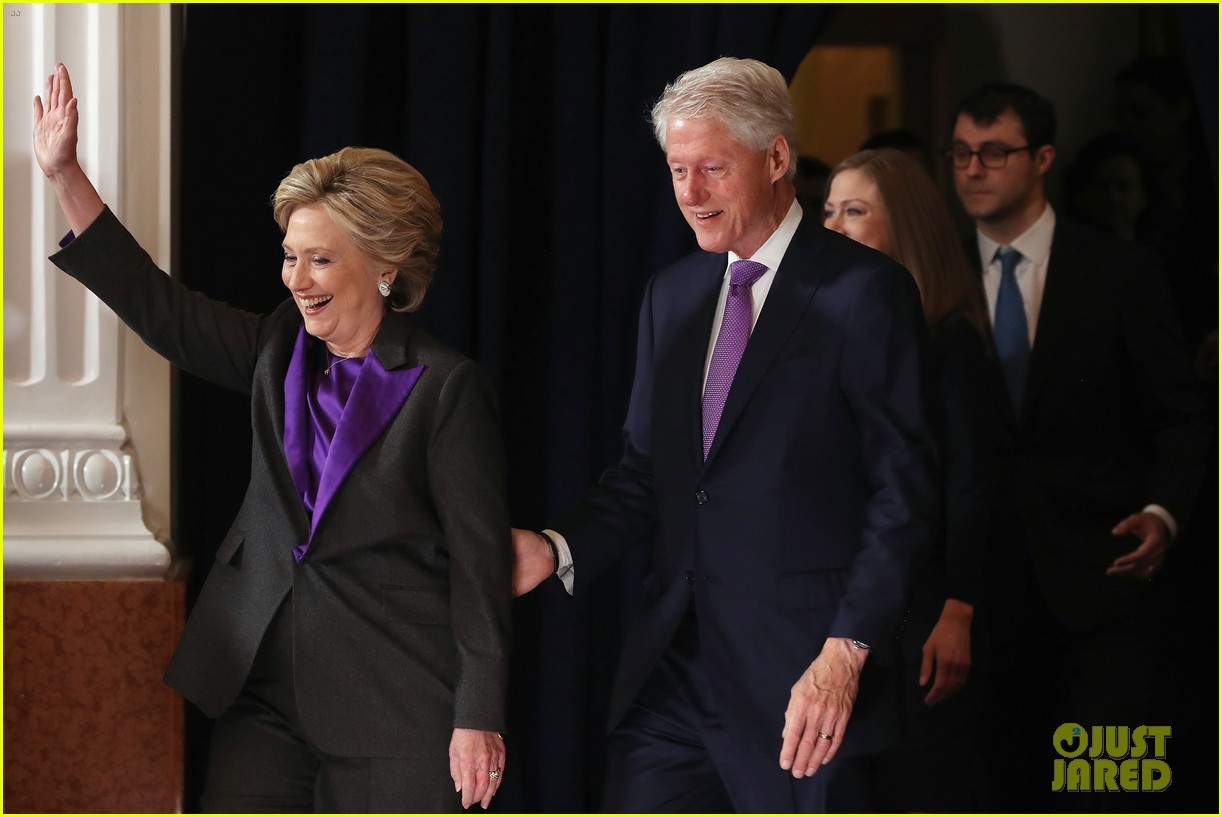 hillary clinton family shows suppport during concession speech 043805225