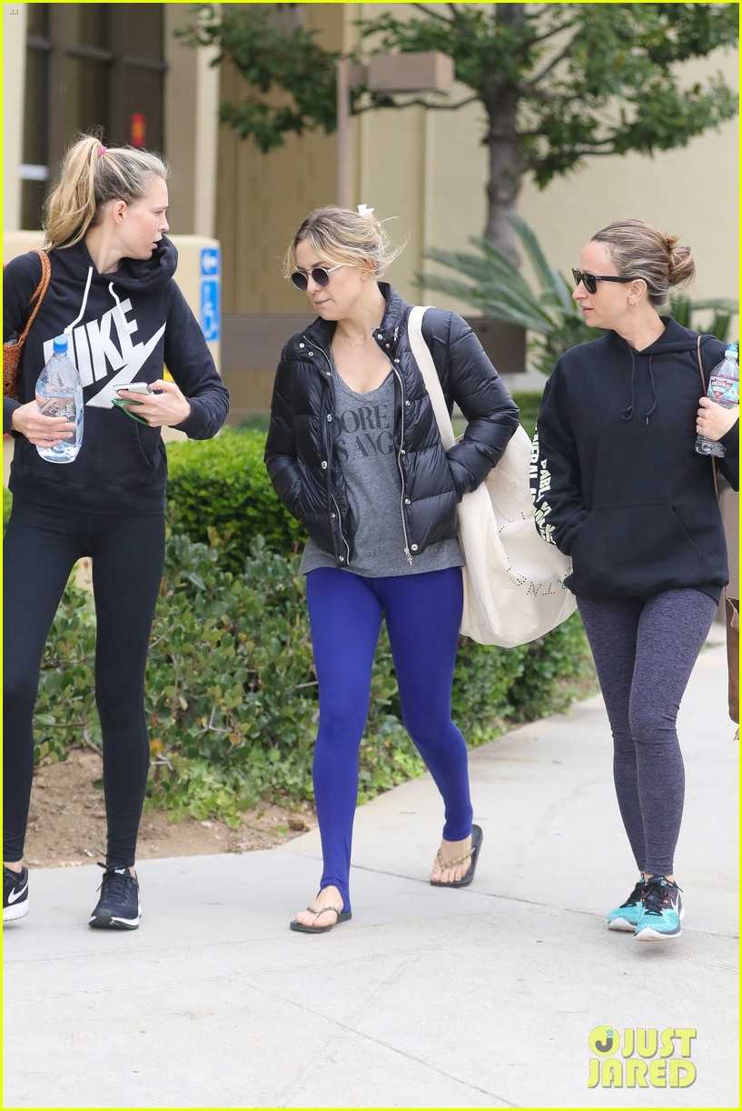 kate hudson spends her day hiking working out 033815824