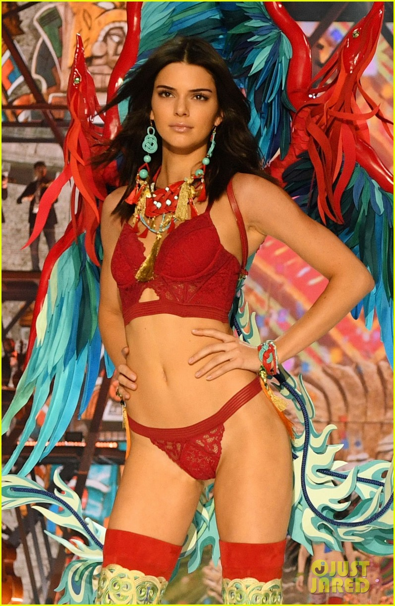 Kendall Jenner Slays the Runway During Victoria's Secret Fashion Show 2016!: Photo 3818286 ...